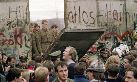 Cover image for The Rise and Fall of the Berlin Wall