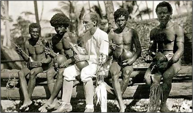Image of Bronislaw Malinowski with the Trobriand Islanders in 1918