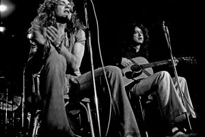 Black and white photo of Led Zeppelin playing acoustic (1973)