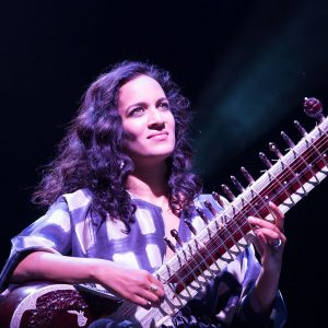 Anoushka Shankar playing to sitar.