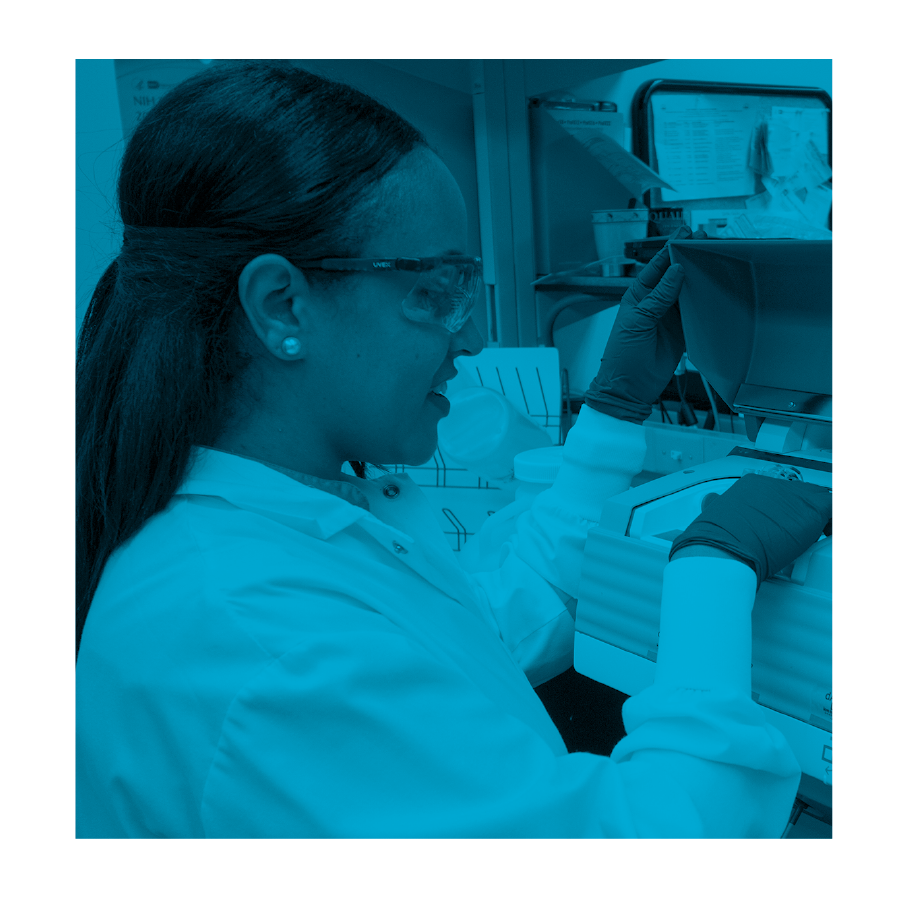 """<img src=""""photo_colour_Applied_research.png"""" alt=""""Young student working in a lab """">"""